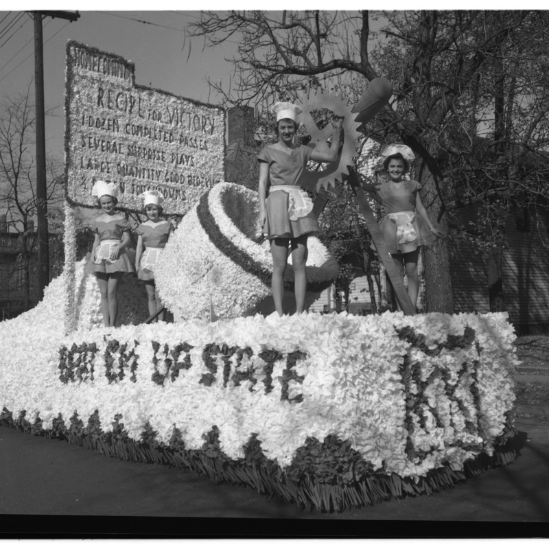 Kappa Kappa's Blue and White parade float, 1949