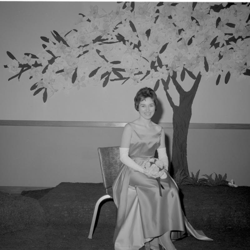 Gamma Phi Beta, Ideal sorority girl, Lola Sims, 1963